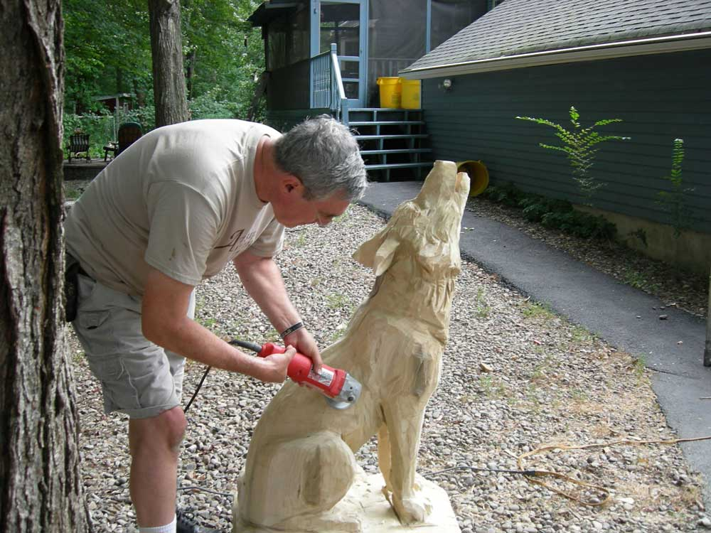 Stump carving chainsaw carved bear in garden ornament statue